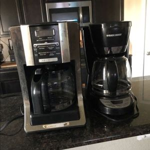Accessories - Two Coffee makers they're in good condition